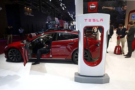 自動運転機能付「モデルS」